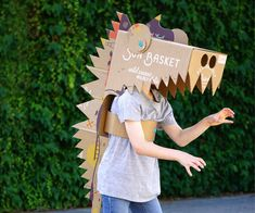 Once your Sun Basket delivery has been safely stowed in the kitchen, the fun can begin.The Sun Basket box is a fantastic resource for creative Makedo cardboard. Cardboard Costume, Cardboard Mask, Cardboard Crafts, Projects For Kids, Diy For Kids, Crafts For Kids, Parrot Costume, Dinosaur Crafts, Diy Dinosaur Costume
