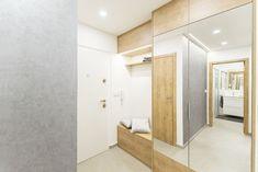 Základní barevné schéma – bílá, odstín dřeva a šedá - se prolíná celým bytem. Divider, Furniture, Home Decor, Decoration Home, Room Decor, Home Furnishings, Home Interior Design, Room Screen, Home Decoration