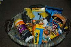 Super gifts baskets for men cars ideas Homemade Gift Baskets, Gift Baskets For Men, Theme Baskets, Raffle Baskets, Movie Night Basket, Silent Auction Baskets, Carnival Decorations, School Auction, Jar Gifts