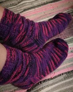 Ruttusukat,ruttuvarsisukat,knitting,KettulaFactory,talvisukat,villasukat,pink and purple,homemade