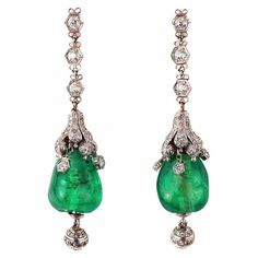 Cabochon Emerald and Diamond Art Deco Pendant Earrings, France, Deidré Wa. - The best diamond fashion Bijoux Art Deco, Art Deco Jewelry, Fine Jewelry, Jewelry Design, Emerald Earrings, Emerald Jewelry, Pendant Earrings, Chandelier Earrings, Jewellery Earrings