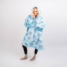 The Oodie is Australia's favourite oversized blanket hoodie! Stay warm this winter with our adult wearable hooded blanket. Cute Clothing Stores, Wicked Clothing, Wearable Blanket, Hooded Blanket, Stay Warm, One Size Fits All, Hoods, Casual Outfits, Winter Outfits