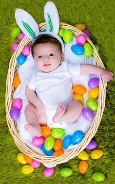 Kinda wanna do this for an Easter basket. Then each child will have a big basket to store stuff in lol #EasterPictures