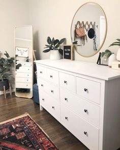 61 minimalist bedrooms ideas with cheap furniture 8 - Innenausstattung - Apartment Decor Bedroom Dressers, Aesthetic Room Decor, Room Ideas Bedroom, Bedroom Makeover, Cheap Furniture, Home Decor, Apartment Decor, Small Bedroom, Simple Bedroom