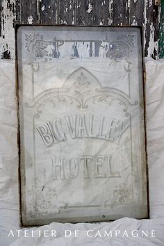 #23/015 Etched Glass HOTEL