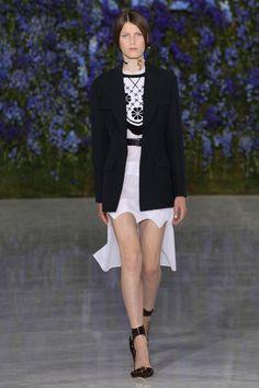 Dior desfila verão 2016 suave e impactante na semana de moda de Paris - Vogue | Desfiles