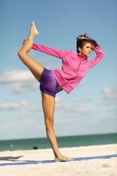 Nina Dobrev: Yoga