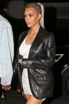 Your ultimate source for updates of Kim Kardashian West. Kendall And Kourtney, Kim And Kylie, Celebrity Outfits, Celebrity Pictures, Celebrity Style, Kim Kardashian, Kardashian Fashion, Kim K Style, My Style