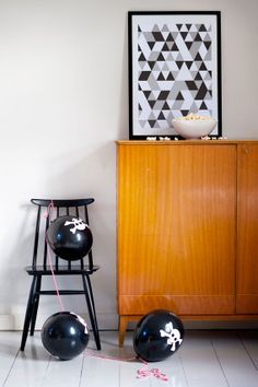 Scandinavian Deko / Poster by Highway Design Mid Century Credenza, Nordic Interior Design, Scandinavian Home, Danish Design, Cool Art, Nice Art, Paintings, Black And White, Living Room