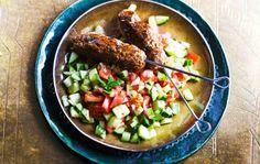 Kofta-vartaat ja shirazi-salaatti Joko, Guacamole, Salsa, Mexican, Ethnic Recipes, Dinner Ideas, Gravy, Salsa Music, Restaurant Salsa