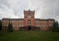 Abandoned - Sammezzano Castle, built in 1605.  How can it be allowed to fall apart??