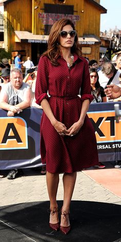 Eva Mendes coordinated her polka-dot shirt dress (from her collection with New York & Company) with a rose adorned gold-chain necklace and burgundy looked Bionda Castana heels. Business Mode, Polka Dot Shirt, Polka Dots, Inspiration Mode, Fashion Inspiration, Modest Fashion, Ladies Fashion, Dress Fashion, Women's Fashion