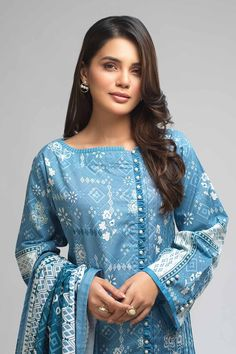 Salwar Neck Designs, Kurta Neck Design, Dress Neck Designs, Kurta Designs, Stylish Dress Book, Stylish Dresses For Girls, Beautiful Dress Designs, Stylish Dress Designs, Simple Pakistani Dresses