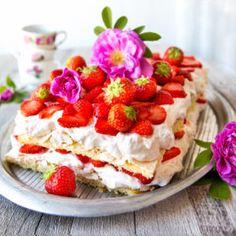Britakakku Finland Food, Happy Foods, Something Sweet, Yummy Cakes, Food Inspiration, Sweet Tooth, Vegan Recipes, Cheesecake, Deserts