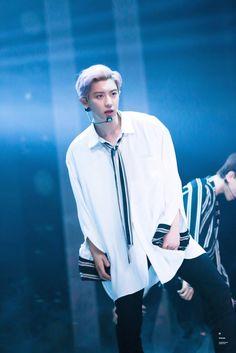 Chanyeol I love you Park Chanyeol Exo, Exo Kai, Kyungsoo, Tomboy Look, Tumblr Fashion, Kpop Fashion, Fashion Men, Kim Min Seok, Do Kyung Soo