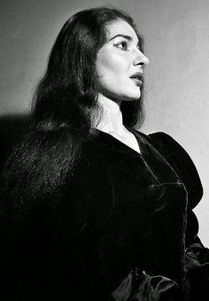 fuckindiva:  Maria Callas as Anna Bolena, 1957