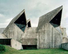 D'étranges monuments en Yougoslavie - La boite verte