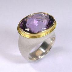 Ring, Silber 925/-, Gold 750/-, Amethyst, oval briolett-facettiert