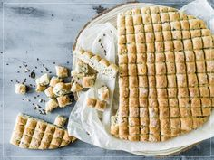 Try Fondue bread by FOOBY now. Or discover other delicious recipes from our category Fondue. New Recipes, Bread Recipes, Raclette Fondue, Pie Co, Food Trends, Lactose Free, Saveur, Original Recipe, Main Meals