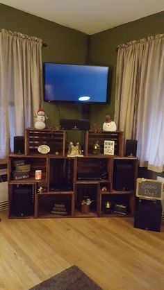 Entertainment center made out of crates. Each crate was fastened to each other with small mending bracket so they don't move. Crate Tv Stand, Crate Bench, Repurposed Furniture, Diy Furniture, Home Cinema Room, Ideas Hogar, Home Theater Projectors, Diy Entertainment Center, Crate Shelves