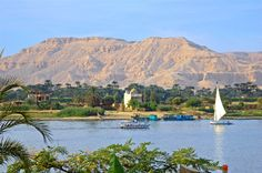 Egypt can never be Egypt, without the river Nile. The longest river in the world, with a huge length of miles), the Nile river captivated the world for centuries. Middle East Culture, Nile River Cruise, Egypt Travel, Mystery Of History, What The World, Turquoise Water, Fauna, Luxor, Culture Travel