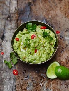 Ever wondered how to make guacamole? This is Jamie Oliver's best guacamole recipe. Perfect for dunking, spreading and dipping, guacamole is definitely the King of the Dips. Mexican Food Recipes, Vegetarian Recipes, Cooking Recipes, Healthy Recipes, Ethnic Recipes, Mexican Dishes, Turkish Recipes, Vegetarian Tapas, Vegetarian Mexican