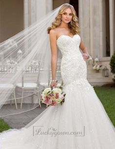 Sweetheart Lace Appliques Crystal Beaded Wedding Dresses