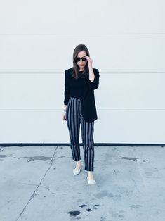 Brandy melville pants gap sweater h&m blazer nanette lepore flats rayban sunnies Winter Outfits Women 20s, Winter Outfits For Work, Casual Winter Outfits, Outfits For Teens, Brandy Melville Pants, Winter Skirt Outfit, Girl Silhouette, Going Out Outfits, Nanette Lepore