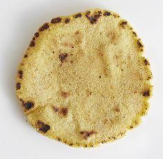 Aitojen meksikolaisten tortillalettujen maku on aika terävä, sillä ne tehdään maissijauhoista. Helsinkiläinen Pueblo Bar y Taqueria jakoi ohjeensa.