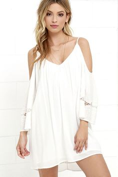 Light and bright, the Faint Outline Ivory Embroidered Shift Dress is going to be the piece to beat this season! Wide, three-quarter cold shoulder sleeves with swirling embroidery frame a V-neck and back, above a free-flowing woven shift dress.
