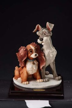 Giuseppe Armani Disney figurine Lady and Tramp Disney Love, Disney Magic, Disney Art, Walt Disney, Disney Dolls, Porcelain Dolls Value, Disney Figurines, Disney Cakes, Lady And The Tramp