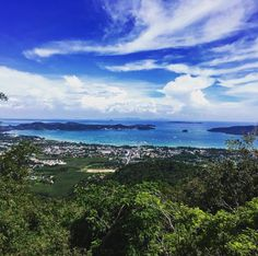 Today the sun graced us with her presence and we got views views views   What's the sky and what's the sea?     #sunsout #sunshine #viewsfordays #phuket #bigbuddhaphuket #bigbuddhatemple #seaviews #landscape #nature #travel #travellove #travelblogget #gooddays #greatdays #grateful #thankful #losthomebird #sheisnotlost