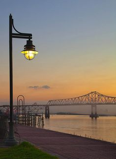 I remember when the river flooded, my dad and I went down to Baton Rouge to see the water. We walked along the roadway and got ice cream and beignets. At sunset, we sat on a bench by the river and watched the waves ripple over each other ❤️ Great Places, Places Ive Been, Beautiful Places, Places To Visit, Louisiana Homes, Louisiana Art, Downtown Baton Rouge, Downtown New Orleans, Travel Usa