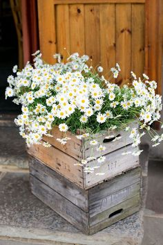 How To Use Wooden Crates Wedding Ideas At Rustic Weddings ❤ Wedding decor: NorthernHare.Etsy.com #weddings