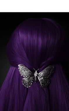 """Check out these beautiful purple hair color ideas! """"I think it pisses God off if you walk by the color purple in a field somewhere and don't notice it. Grunge Hair, Crazy Hair, About Hair, Hair Dos, Pretty Hairstyles, Classy Hairstyles, Dyed Hair, Hair Inspiration, Hair Clips"""