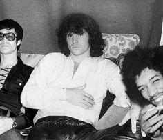 Bruce Lee, Jim Morrison, Jimi Hendrix taking a selfie. Janis Joplin, Jim Lee, The Doors Jim Morrison, Pam Morrison, El Rock And Roll, Rare Historical Photos, Jimi Hendrix Experience, Stevie Ray, Stevie Nicks