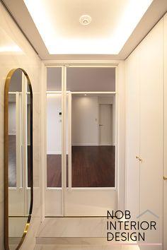 Interior Design Living Room, Interior Lighting, House Styles, Interior Design Trends, Residential Interior, House, Door Design, French Apartment, Apartment Interior