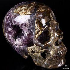 Dinosaur Egg Agate Crystal Skull Rocks And Gems, Rocks And Minerals, Crystals And Gemstones, Stones And Crystals, Tattoo Crane, Dinosaur Eggs, Skull Artwork, Skeleton Watches, Skull Decor