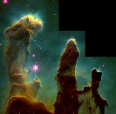 Dieses Bild zeigt eigentlich nur Staub im All. Doch Farbe, Form und Größe dieses Bildes machen klar, was hunderte astronomische Symposien nicht geschafft haben. Es macht die Magie des Alls greifbar. Der Adlerneben ist 6.500 Lichtjahre von uns entfernt und mehr als 48 Billionen Kilometer lang. Aufgenommen mit dem Hubble-Teleskop. © Wikipedia/gemeinfrei