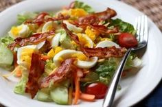 Bacon and Egg Garden Salad recipe by Barefeet In The Kitchen.recipe for making the dressing too** Meat Salad, Bacon Salad, Soup And Salad, Pasta Salad, Pasta Dinner Recipes, Salad Recipes, Healthy Recipes, Yummy Recipes, Pasta Dishes