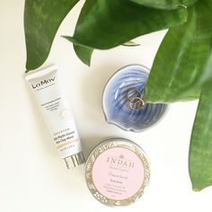 This morning my skin is calling for a quick hydrating mask, popping on @lamavorganic DNA Phyto-Guard Pink Clay Mask for 15 minutes whilst that sinks in, slathering @indahwithtlc Dreamland body butter, this scent is amazing and it's so hydrating for my dry winter skin, seriously 15 minutes is all you need 💦