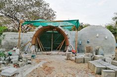 Woman Builds a Dome House in Costa Rica Out of Concrete and Dishwashing Detergent – Popular Everything Houses In Costa Rica, Dome Structure, Off Grid House, Eco Buildings, Green Moon, Dome House, Tiny House Cabin, Geodesic Dome, Beautiful Dream