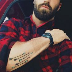 http://tattoomagz.com/great-style-arrows-tattoos/strong-mens-arms-arrow-tattoo-2/