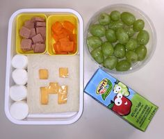 Minecraft lunch, creeper cheese sandwich, marshmallows, Apple/grape juice, grapes