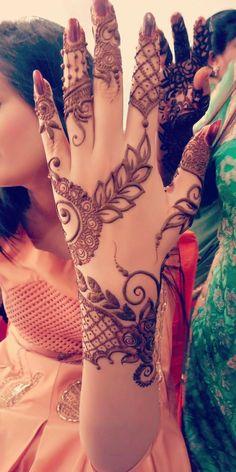 Simple Mehndi Designs Fingers, Kashee's Mehndi Designs, Modern Henna Designs, Stylish Mehndi Designs, Henna Flower Designs, Mehndi Designs For Beginners, Mehndi Designs For Girls, Mehndi Design Photos, Wedding Mehndi Designs