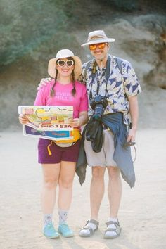 funny halloween costumes Tourist Couples Halloween Costumes Couples Halloween costumes are perfect for Halloween outings, theme parties, The best way to ensure a perfect fit i Tacky Tourist Outfits, Tacky Tourist Costume, Halloween Costumes Scarecrow, Halloween Outfits, Family Halloween, Homemade Costumes, Diy Costumes, 90s Costume, Zombie Costumes