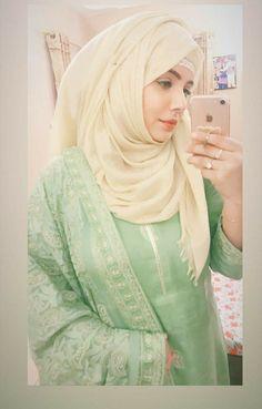 #Afreen!!! Pakistani Fashion Casual, Hijab Fashion, Fashion Outfits, Beautiful Hijab, Beautiful Hands, Girls Fashion Clothes, Girl Fashion, Muslim Beauty, Profile Picture For Girls