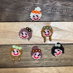 anmy handmadeさんはInstagramを利用しています:「. 女の子いっぱいでーきた! ひとり、元E-girlsのあみちゃんみたいな子出来た🤣  こちらはイベントではイヤリングのみの販売になります~! ピアスで欲しい方はオーダーになります😌💓 . 🎪next event🎪  11/16(土)17(日) 金沢ハンドメイドマルシェ…」 Peyote Patterns, Doll Head, Beading Tutorials, Hama Beads, Beaded Jewelry, Shapes, Bracelet, Mini, Animals