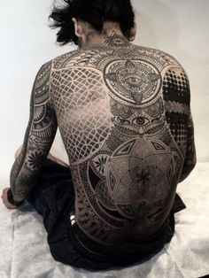 http://blog.tattoodo.com/2015/01/jaw-dropping-back-tattoos-part-2/ Tattoo Background, Geometric Tattoos, Geometry Tattoo