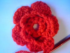 Silles hantverk: Virkad blomma Beautiful Crochet, Crochet Ideas, Floral, Madrid, Flowers, Barn, Crochet Flowers, Cute Crochet, Converted Barn